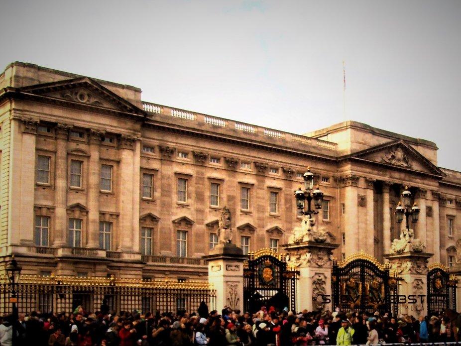 Palace and Gates 2011.JPG