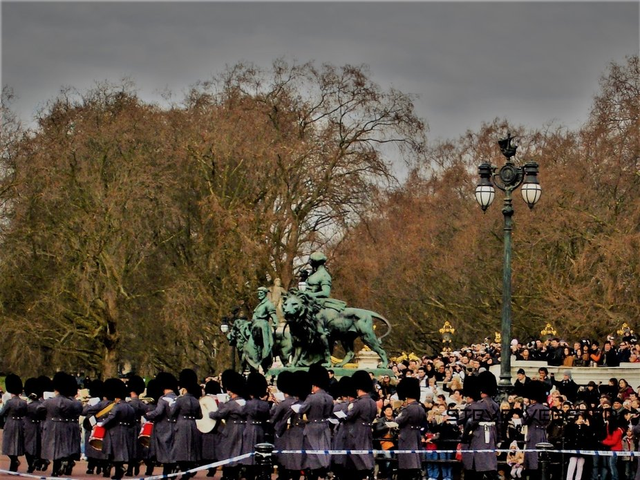They're Changing the Guard at Buckingham Palace 2011.JPG