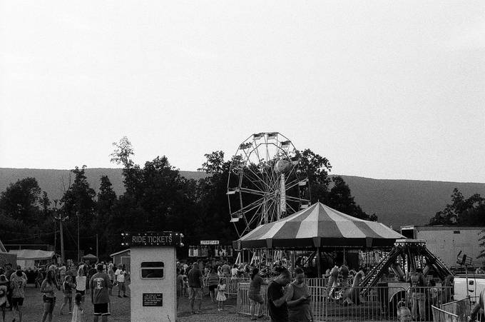 A photo taken before the pandemic but forced to observe all of the fair without losing the perspective.