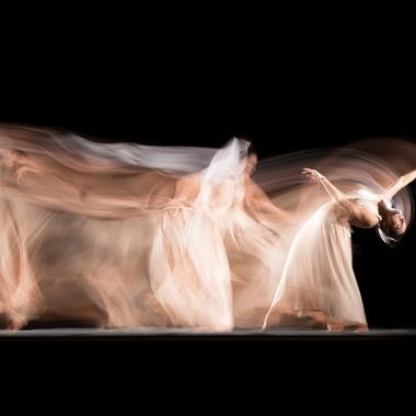Long exposure studio session with professional dancer Candela Murillo (@kamusa_art). 