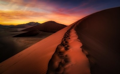 The way to the top of the Desert