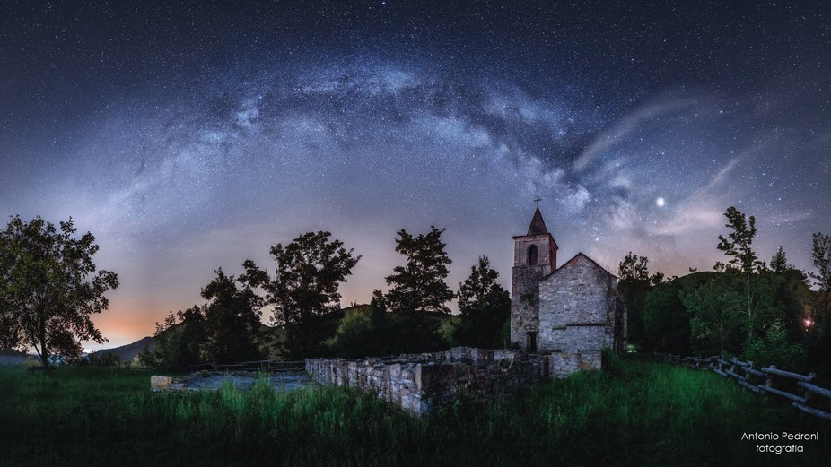 milky way over the ancient church, in 2019. Jupiter on the right. Milky way pano.