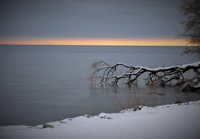 Winter morning on Lake Ontario