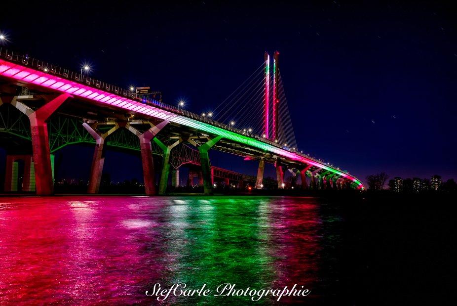 Samuel-De Champlain Bridge illuminated for Christmas - Pont Samuel de Champlain illuminé pour No...