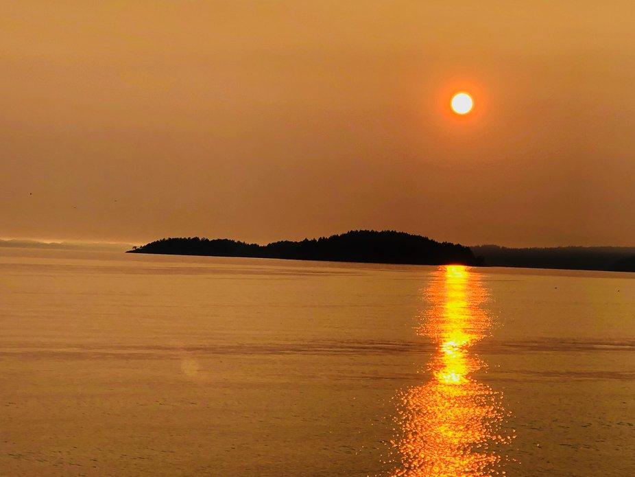 The sun setting in Sechelt bc