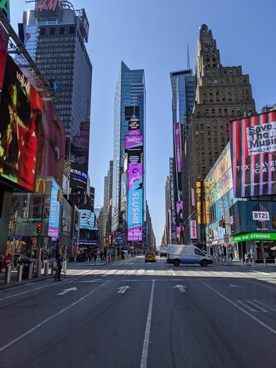 This is TIME SQUARE, NEW YORK, THIS IS HOW IT'S AFTER THE CORONAVIRUS, EMPTY.