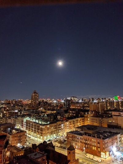 The AMAIZING MOON ???? IN NEW YORK.