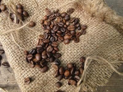 коричневые жареные зерна кофе