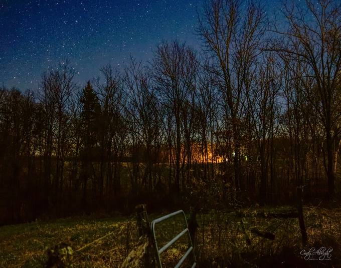 Stars appear as daylight fades, leaving a quiet stillness across the land.