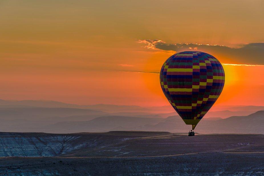 vuelo en globo, por Capadoccia, Turquía
