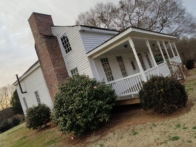 House Beneath 300-Year Old Willow Oak