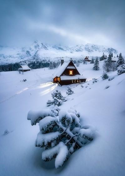 mountain cabin house
