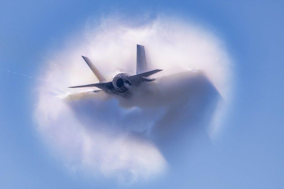 AZ0I0603-F-35 boom