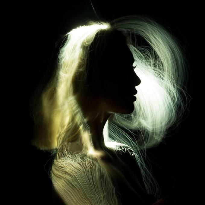 Long exposure lightpainting portrait with a light brush of Michelle @michellejkoornneef