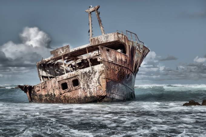 Dramatic Shipwreck