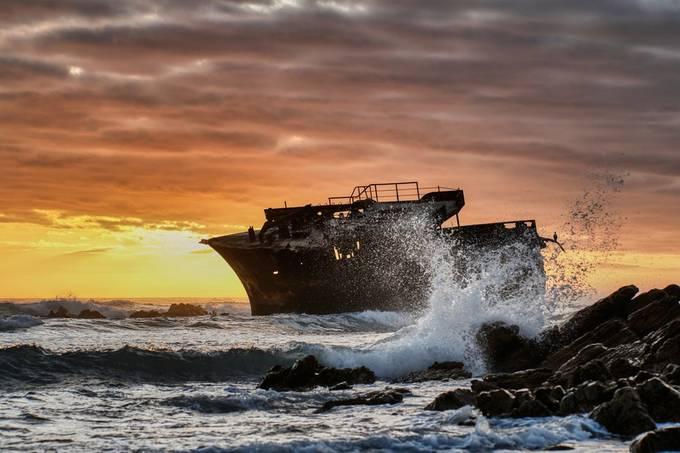 Shipwreck splash