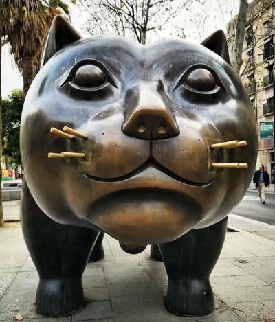 Botero's Cat in Raval. Barcelona By Yannis Lobaina .JPG