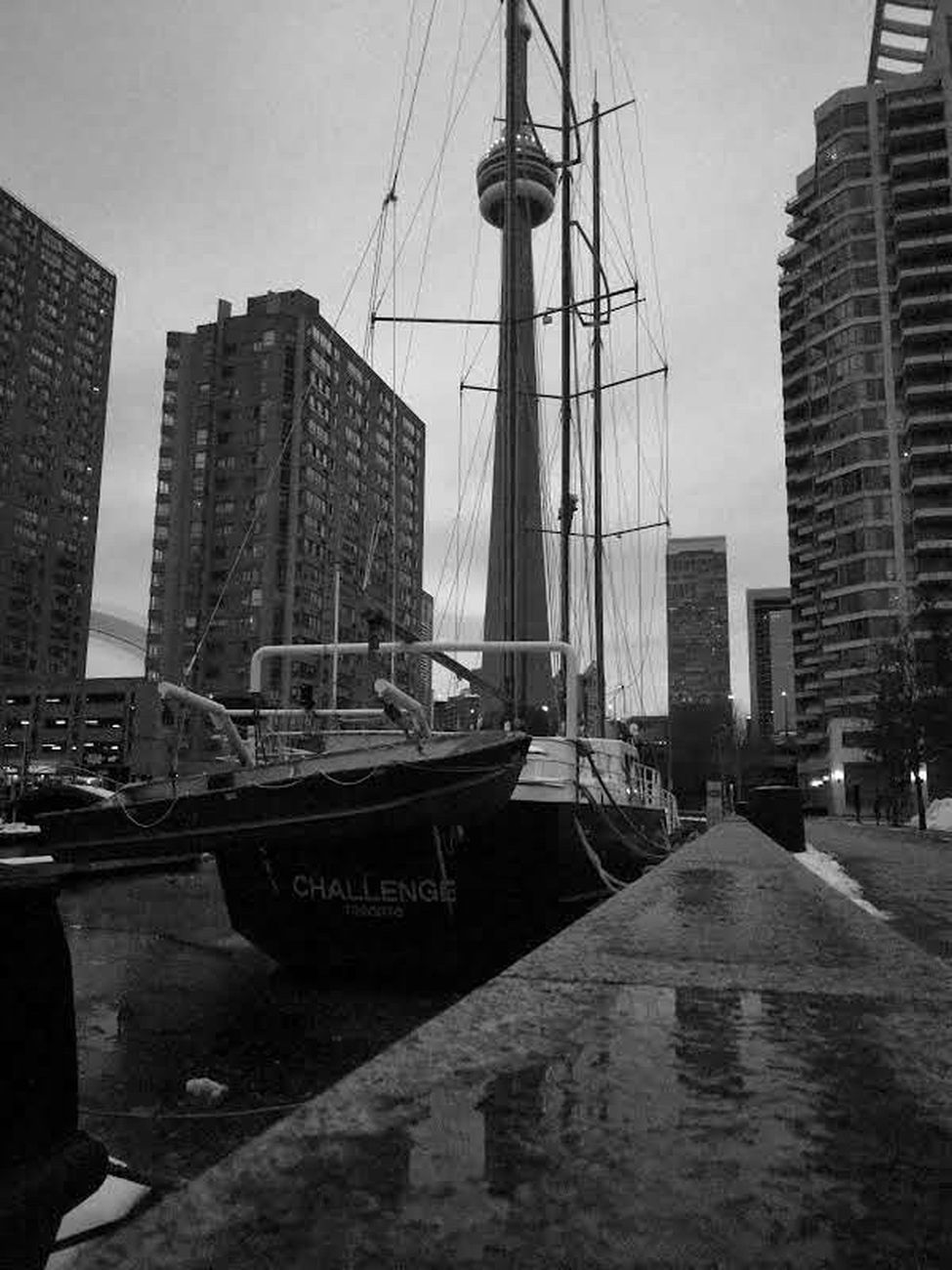 Boat Challenge _CN TOWER EVERYWHERE By Yannis Lobaina