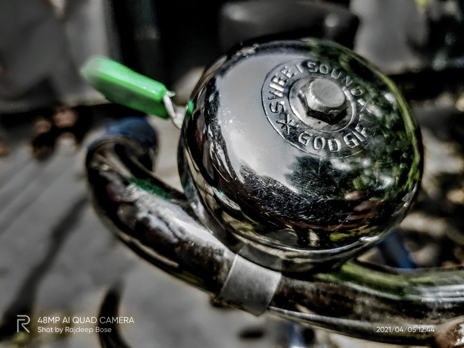 Captured suddenly, without any plan. Reflection on metal surface.    Increased: light, contrast, ...