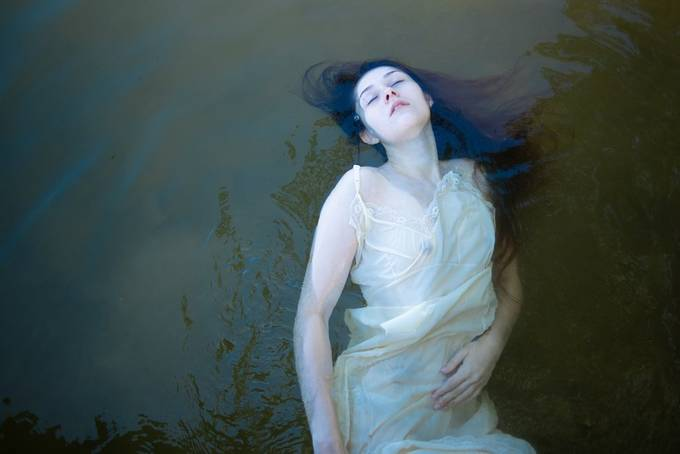 Art model Kaylee seeks solace in the water's embrace