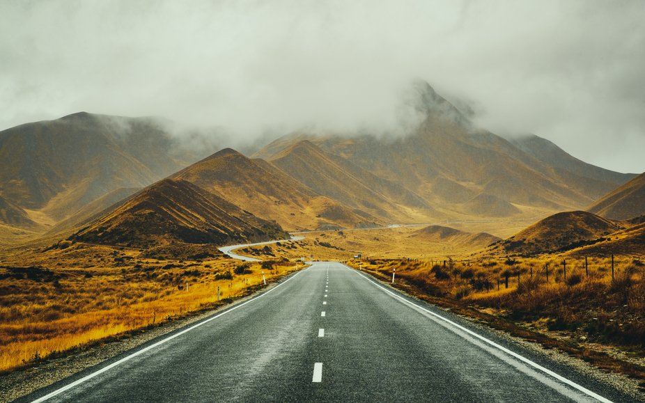 This is Lindis Pass and it links the Mackenzie Basin with Central Otago in Southern New Zealand...