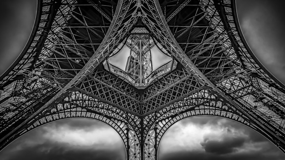 Monochrome image of the Eiffel tower in Paris.