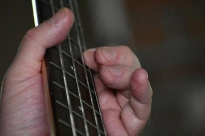 DSC_0434_3 guitar hands