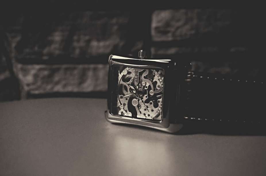 A moment trying to capture the beauty of the wind-up watch. Appreciate it as a skeleton in sight,...