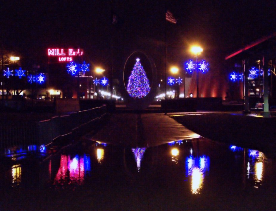 Christmas Tree viewed through Friendship Fountain at Wenonah Park in downtown Bay City, Michigan ...