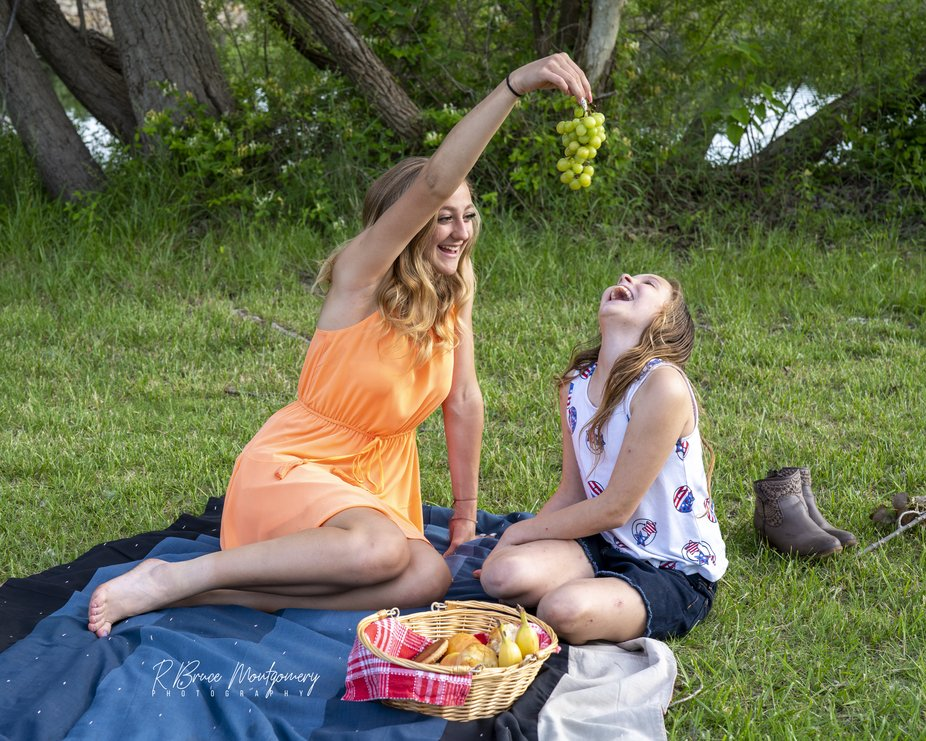 Jaelynn and Holly started eating grapes on a picnic at the lake custom photoshoot and came up wit...