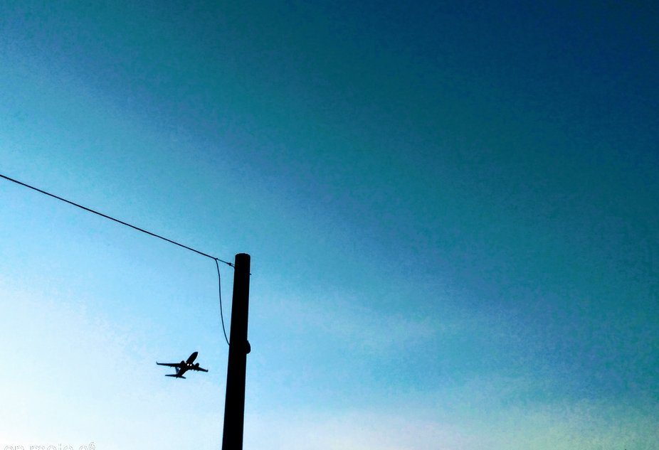 i was near the airport but this capture was of a plane taking off at the very far end of a runway, which seemed odd. it was still hella low for the location so i captured a quick shot while i could bc where i was there was a lot of city in the way