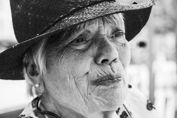 a wonderful lady with a very great spirit i came across street photography can bring you to some real great connection..