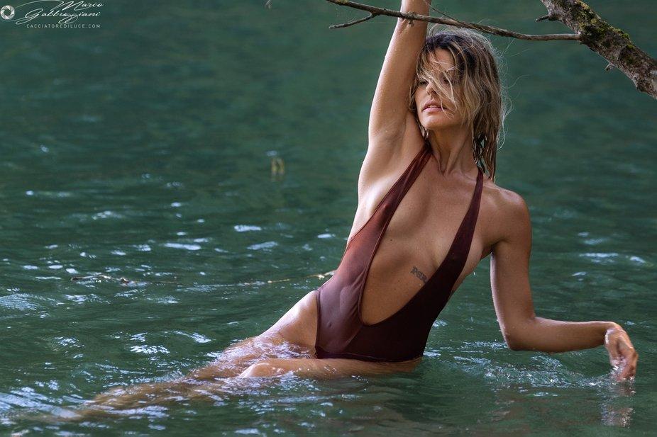 Mirtel in the water (3 of 4)