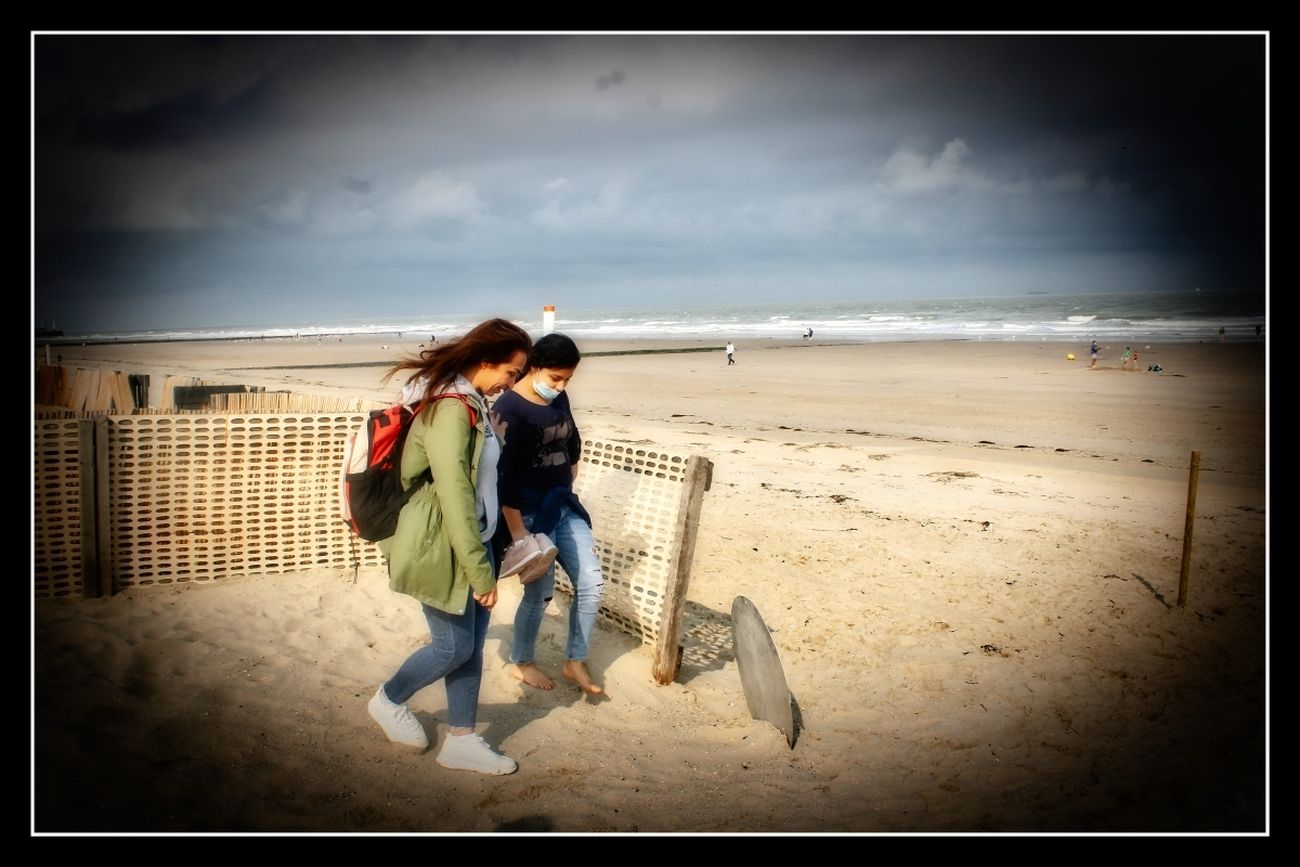 Excursion Coastal City Blankenberge Trip to the coastal city of Blankenberge with walk-in house #Tienen. Normally during this period the temperatures are so high that everyone walks around in a bathing suit. Now, however, it was so cold for the time of year that everyone walked in winter clothes But due to the exceptionally cold weather, these rescue posts were now desolate and deserted. Theo-Herbots-Photography