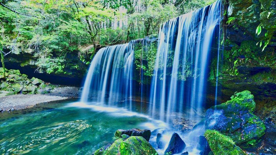 Beautiful water curtain of Nabegataki Falls