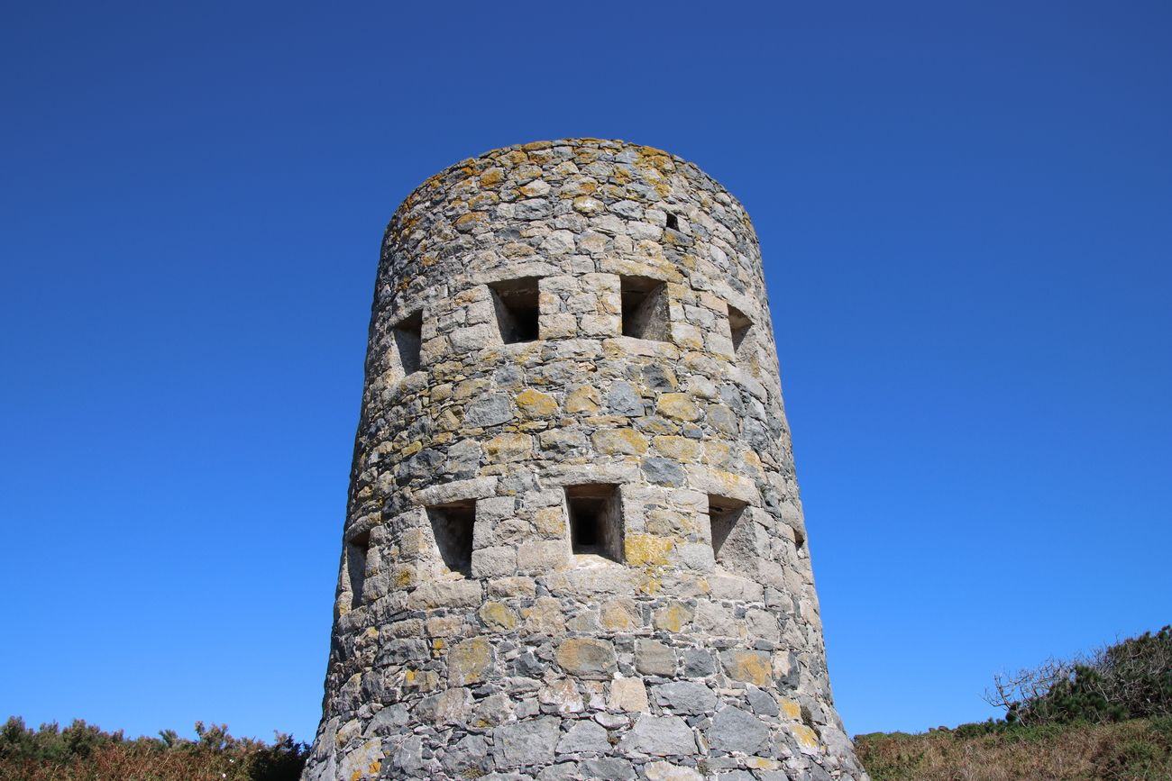 LOOPEHOLE TOWER 1778-1779 15 BUILT ON ISLAND BY THE BRITISH