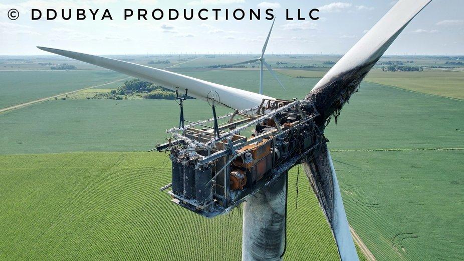 DJI Air 2S captures destroyed wind turbine in Iowa